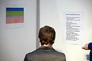 Nederland, Utrecht, 25-1-2014Bezoekers en stands op de gezondheidsbeurs. De beelden respecteren de privacy van de bezoekers.De nieuwste gezondheidstrends en informatie over gezond leven met fruitdrankjes, oogmetingen, checkups, massage,medicinale kruiden, kruidenthee, zelftests, handlezen en nog veel meer....ademhalingsoefeningen, hyperventileren, hyperventilatie, ademhalingFoto: Flip Franssen