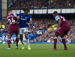 Alex Iwobi of Everton (C) in action - Mandatory by-line: Jack Phillips/JMP - 19/10/2019 - FOOTBALL - Goodison Park - Liverpool, England - Everton v West Ham United - English Premier League