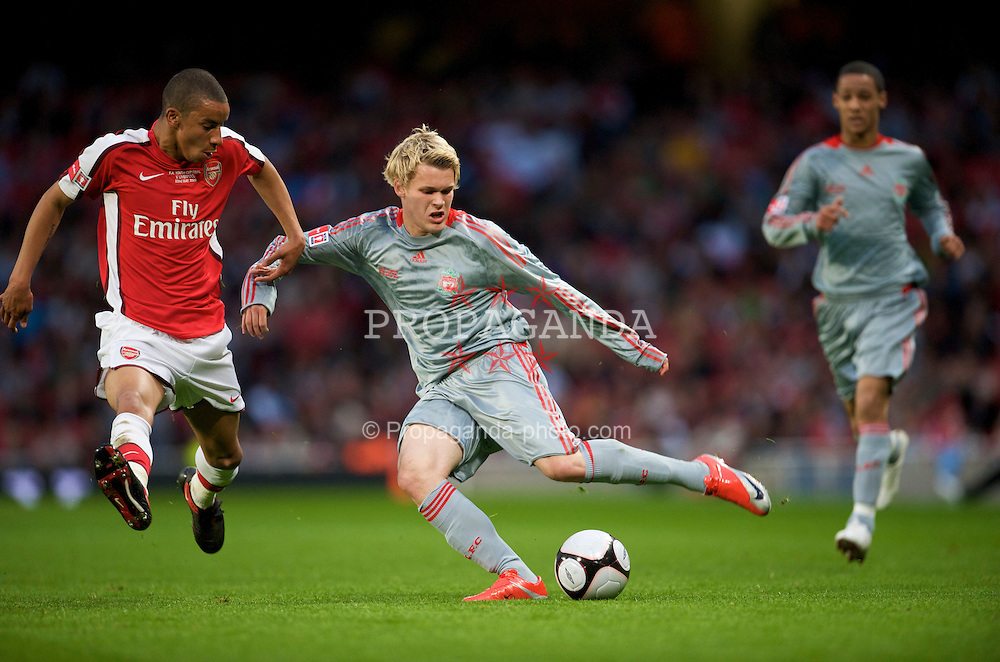 LONDON, ENGLAND - Friday, May 22, 2009: Liverpool's Chris Buchtmann in action during the FA Youth Cup Final 1st Leg match against Arsenal at the Emirates Stadium. (Photo by David Rawcliffe/Propaganda)