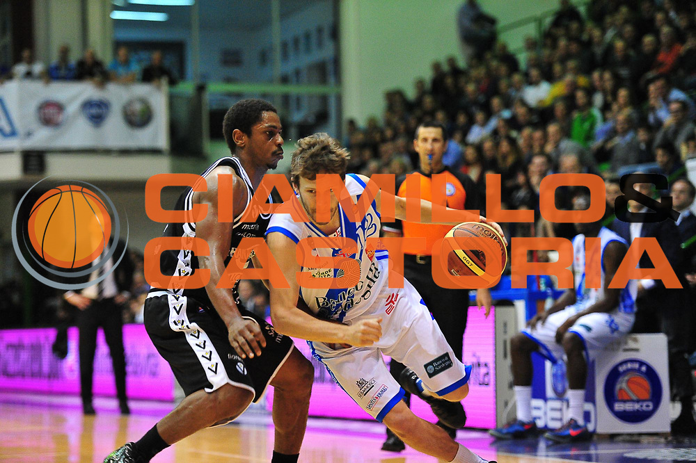 DESCRIZIONE : LegaBasket Serie A 2013-14 Dinamo Banco di Sardegna Sassari - Granarolo Virtus Bologna<br /> GIOCATORE : Travis Diener<br /> CATEGORIA : Palleggio Penetrazione<br /> SQUADRA :  Dinamo Banco di Sardegna Sassari<br /> EVENTO : Campionato Serie A 2013-14<br /> GARA : Dinamo Banco di Sardegna Sassari - Granarolo Virtus Bologna<br /> DATA : 19/01/2014<br /> SPORT : Pallacanestro <br /> AUTORE : Agenzia Ciamillo-Castoria / M.Turrini<br /> Galleria : Lega Basket Serie A Beko 2013-2014  <br /> Fotonotizia : LegaBasket Serie A 2013-14 Dinamo Banco di Sardegna Sassari - Granarolo Virtus Bologna<br /> Predefinita :
