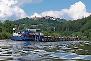 Frachtschiff auf dem Neckar, Dilsberg, Baden-Württemberg, Deutschland | Cargo ship on the Neckar, Dilsberg, Baden-Württemberg, Germany