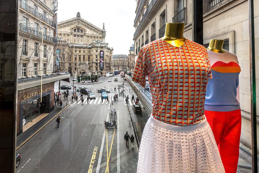 Vue de la rue depuis l'intérieur des Galeries Lafayette // View of the street from Galeries Lafayette