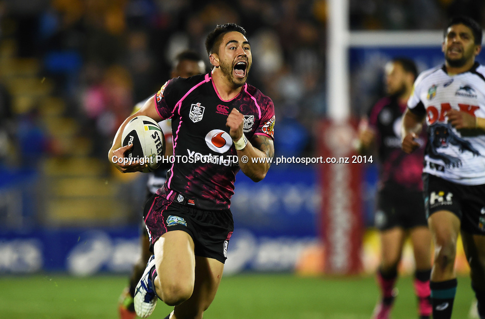 Shaun Johnson breaks away for a try. Vodafone Warriors v Penrith Panthers. NRL Rugby League. Mt Smart Stadium, Auckland, New Zealand. Sunday 29 June 2014. Photo: Andrew Cornaga/www.Photosport.co.nz