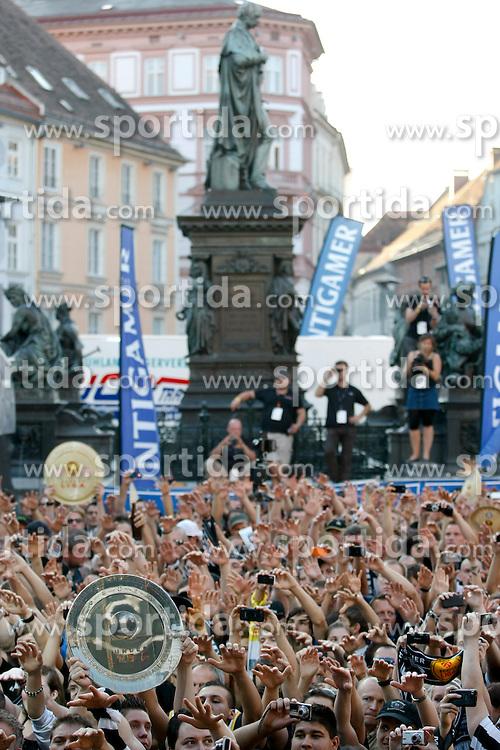 26.05.2011, Hauptplatz, Graz, AUT, 1. FBL, SK Puntigamer Sturm Graz Meisterfeier, im Bild Fans des SK Sturm, EXPA Pictures © 2011, PhotoCredit: EXPA/ Erwin Scheriau