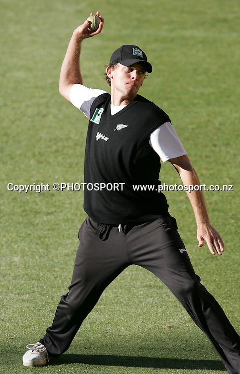 Lou Vincent in action during Black Caps training session at Westpac Stadium, Wellington, New Zealand on Wednesday February 13, 2007. Photo: John Cowpland/PHOTOSPORT