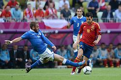 FUSSBALL  EUROPAMEISTERSCHAFT 2012   VORRUNDE Spanien - Italien            10.06.2012 Daniele De Rossi (Ili, talien) gegenCesc Fabregas (re, Spanien)