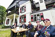 Nederlands, Arnhem, 2-9-2016Voormalig Hotel Dreyeroord in Oosterbeek gaat gesloopt worden. Veel mensen wilden het behouden vanwege haar rol in de slag om Arnhem in 1944. In september bezochten de laatst nog levende Engelse veteranen die hier gevochten hebben hun voormalig HQ, hoofdkwartier. Hotel Dreyeroord in Oosterbeek wordt gesloopt én herbouwd in de oude en originele stijl. De nieuwbouw krijgt het uiterlijk van het hotel in de jaren dertig van de vorige eeuw, zoals de veteranen van de Slag om Arnhem het hebben gekend.Foto: Flip Franssen