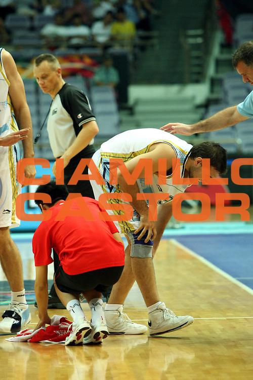 DESCRIZIONE : Nanjing Fiba Diamond Ball Men 2008 Argentina Iran <br />GIOCATORE : Antonio Porta<br />SQUADRA : Argentina<br />EVENTO : Fiba Diamond Ball Men 2008<br />GARA : Argentina Iran<br />DATA : 29/07/2008 <br />CATEGORIA : Infortunio<br />SPORT : Pallacanestro <br />AUTORE : Agenzia Ciamillo-Castoria/G.Ciamillo<br />Galleria : Nanjing Fiba Diamond Ball Men 2008 <br />Fotonotizia : Nanjing Fiba Diamond Ball Men 2008 Argentina Iran <br />Predefinita :