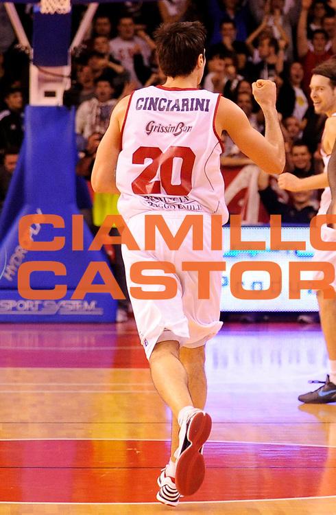 DESCRIZIONE : Reggio Emilia Lega A 2012-13 Trenkwalder Reggio Emilia Juvecaserta <br /> GIOCATORE : Andrea Cinciarini<br /> SQUADRA : Trenkwalder Reggio Emilia <br /> EVENTO : Campionato Lega A 2012-2013<br /> GARA :  Trenkwalder Reggio Emilia Juvecaserta <br /> DATA : 13/01/2013<br /> CATEGORIA : Esultanza<br /> SPORT : Pallacanestro<br /> AUTORE : Agenzia Ciamillo-Castoria/A.Giberti<br /> Galleria : Lega Basket A 2012-2013<br /> Fotonotizia : Reggio Emilia Lega A 2012-13 Trenkwalder Reggio Emilia Juvecaserta <br /> Predefinita :