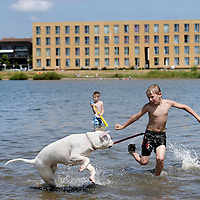 Nederland,Amsterdam , 9 juli 2009..Alternative swimming places in Amsterdam. IJburg. Rietlanderpark West..Alternatieve zwemplekken in en rond Amsterdam..IJburg. Rietlanderpark West..Foto:Jean-Pierre Jans