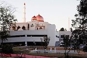 For a Brian Knowlton FF story on Muslim women in the US..USA, Atlanta, GA. 29, OCTOBER, 2010. Boys play basketball outside of the Al-Farooq Masjid before sunset and prayers in Atlanta... //// KENDRICK BRINSON/LUCEO for the International Herald Tribune