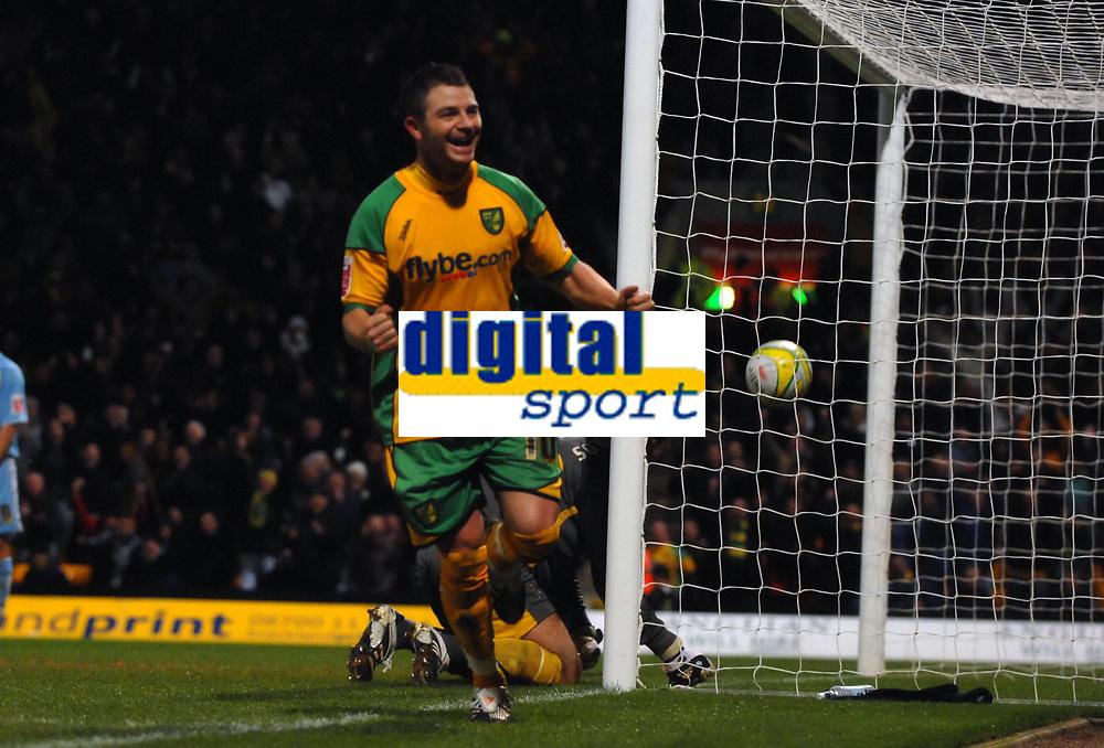 Photo: Ashley Pickering/Sportsbeat Images.<br /> Norwich City v Coventry City. Coca Cola Championship. 24/11/2007.<br /> Jamie Cureton scores Norwich's second goal