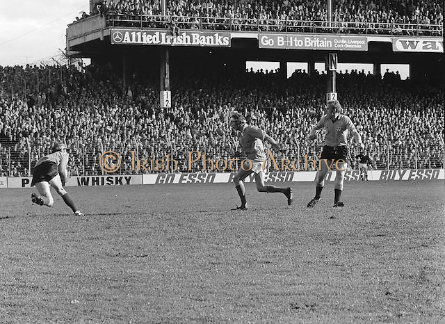 Players challenge for ball during the All Ireland Football Final Dublin v Armagh at Croke Park, 25th September 1977.
