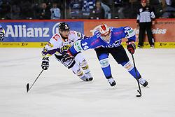 17.10.2014, Helios Arena, Schwenningen, GER, DEL, Schwenninger Wild Wings vs Krefeld Pinguine, 11. Runde, im Bild (l.) Martin Schymainski (Krefeld Pinguine) im Zweikampf, Aktion, mit (r.) Simon Danner (Schwenninger Wild Wings) // during Germans DEL Icehockey League 11th round match between Schwenninger Wild Wings and Krefeld Pinguine at the Helios Arena in Schwenningen, Germany on 2014/10/17. EXPA Pictures © 2014, PhotoCredit: EXPA/ Eibner-Pressefoto/ Laegler<br /> <br /> *****ATTENTION - OUT of GER*****