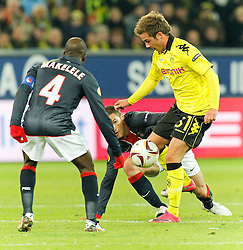 21.10.2010, Signal Iduna Park, Dortmund, GER, UEFA EL Gruppe J, Borussia Dortmund (GER) vs  Paris St. Germain (FRA ), im Bild Mario Götze / Goetze (Dortmund GER #31) vs Claude Makelele (Paris St. Germain FRA #4), hinten ist Jérémy Clément (Paris St. Germain FRA #23),  EXPA Pictures © 2010, PhotoCredit: EXPA/ nph/  Scholz+++++ ATTENTION - OUT OF GER +++++
