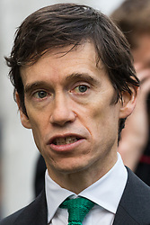 London, UK. 15th November, 2018. Rory Stewart, Minister of State at Ministry of Justice, appears on College Green in Westminster following the Cabinet resignations of Brexit Secretary Dominic Raab and Work and Pensions Secretary Esther McVey the day after Prime Minister gained Cabinet approval of a draft of the final Brexit agreement
