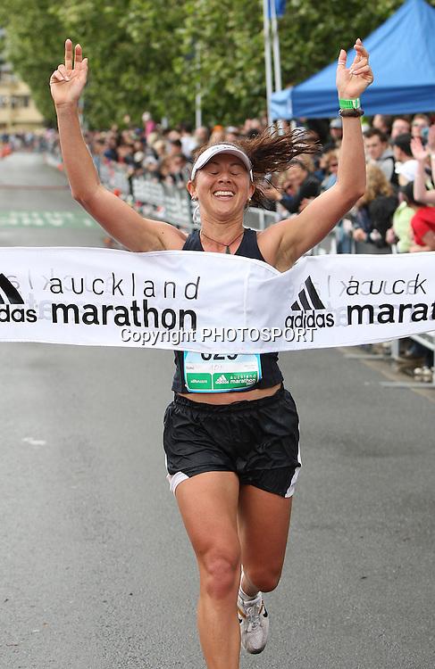 Adrianne Ngawati wins the womans Auckland Marathon, Auckland, New Zealand, Sunday 28 October 2007, Photo : Chris Skelton/PHOTOSPORT