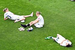 09.07.2011, FIFA Frauen-WM-Stadion Leverkusen, Leverkusen, GER, FIFA Women Worldcup 2011, Viertelfinale, England (ENG) vs. Frankreicht (FRA), im Bild:  Kelly Smith (England), Ellen White (England) und Karen Carney (England) entaeuscht / entäuscht / traurig.. // during the FIFA Women´s Worldcup 2011, Quaterfinal, England vs France on 2011/07/09, FIFA Frauen-WM-Stadion Leverkusen, Leverkusen, Germany.   EXPA Pictures © 2011, PhotoCredit: EXPA/ nph/  Mueller *** Local Caption ***       ****** out of GER / CRO  / BEL ******