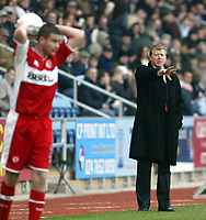 Photo: Chris Ratcliffe.<br />Coventry City v Middlesbrough. The FA Cup. 28/01/2006.<br />Steve McClaren (R) tries to direct his team to a win.