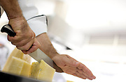 Belo Horizonte_MG, Brasil...Chef de cozinha cortando queijo para a preparacao do menu do Festival Gastronomico Sabor e Saber...Chef slicing cheese for the preparation of the menu Gastronomy Festival Sabor e Saber...FOTO: BRUNO MAGALHAES / NITRO