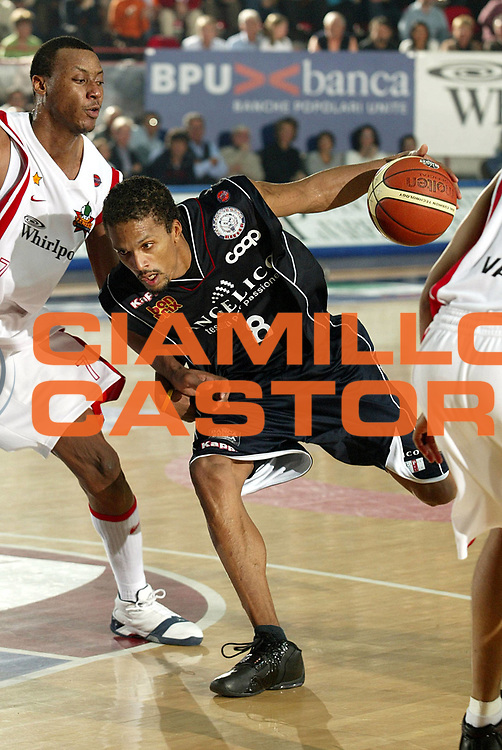 DESCRIZIONE : Varese Lega A1 2005-06 Whirlpool Varese Angelico Biella<br />GIOCATORE : Williams<br />SQUADRA : Angelico Biella<br />EVENTO : Campionato Lega A1 2005-2006<br />GARA : Whirlpool Varese Angelico Biella<br />DATA : 05/11/2005<br />CATEGORIA : Penetrazione<br />SPORT : Pallacanestro<br />AUTORE : Agenzia Ciamillo-Castoria/S.Ceretti