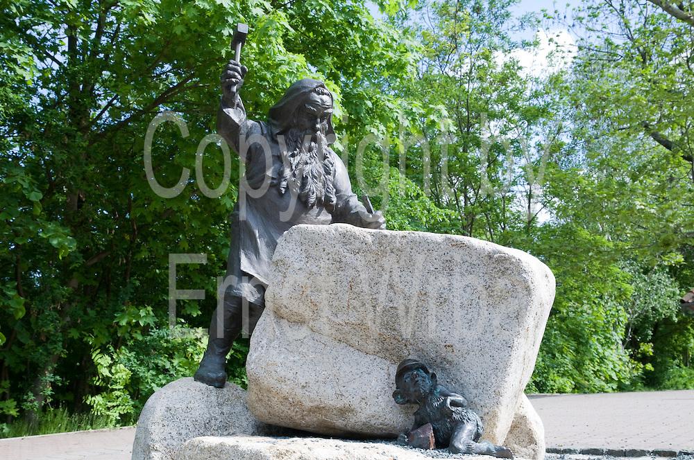 Skulptur Bermönch am Mythenweg in Thale, Harz, Sachsen-Anhalt, Deutschland | sculpture mountain monk at Mythenweg in Thale, Harz, Saxony-Anhalt, Germany