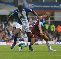 Photo: Steve Bond.<br />Birmingham City v West Ham United. The FA Barclays Premiership. 18/08/2007. Olivier kapo (L) and Keiron Dyer (R) tustle for the ball