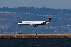 Bombardier CRJ-200ER (N927SW) operated by SkyWest Airlines for United Express landing at San Francisco International Airport (KSFO), San Francisco, California, United States of America