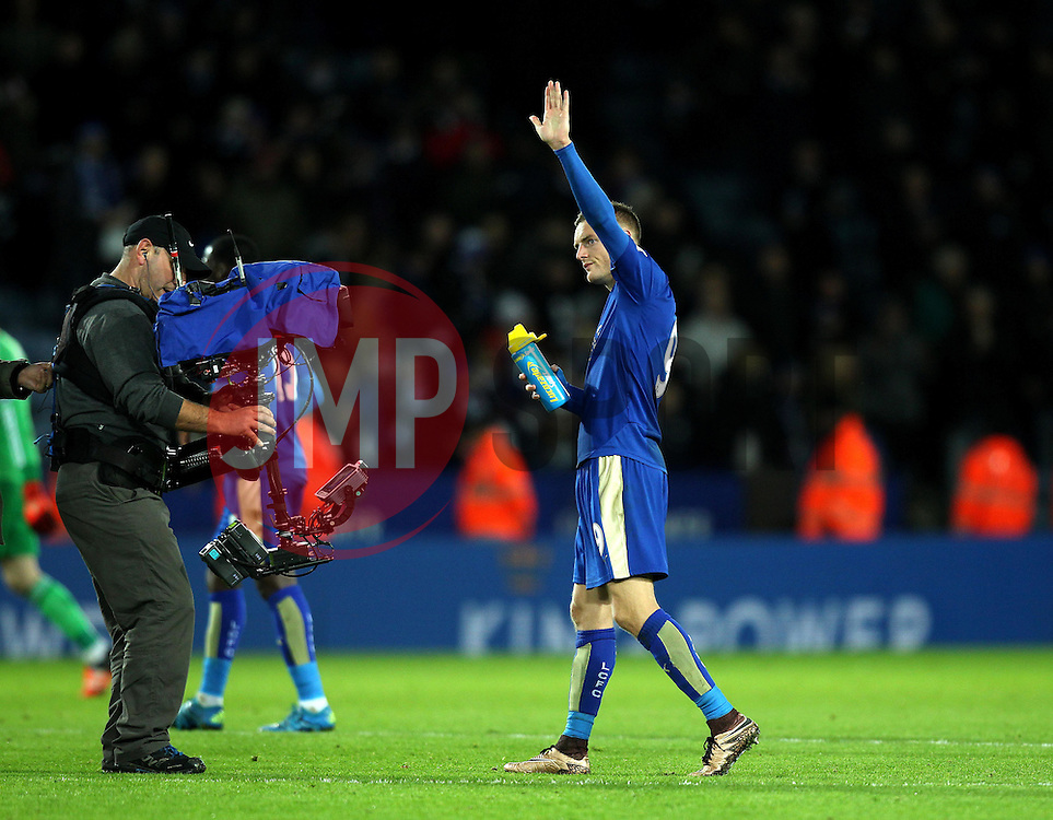 Jamie Vardy of Leicester City waves to the crowd at full time after scoring in eleven consecutive games - Mandatory byline: Robbie Stephenson/JMP - 28/11/2015 - Football - King Power Stadium - Leicester, England - Leicester City v Manchester United - Barclays Premier League