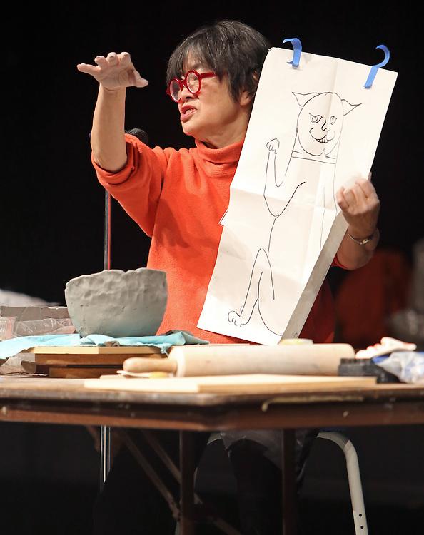 Patti Warashina demonstrates at Alabama Clay Conference 2015.