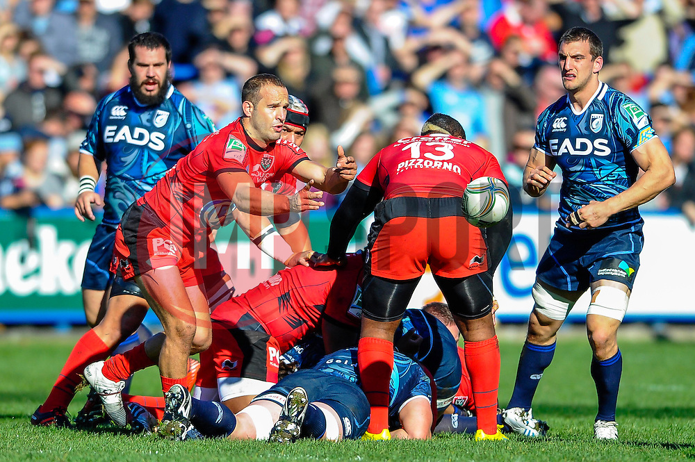 Toulon Scrum-Half (#9) Frederic Michalak passes from the breakdown during the first half of the match - Photo mandatory by-line: Rogan Thomson/JMP - Tel: Mobile: 07966 386802 21/10/2012 - SPORT - RUGBY - Cardiff Arms Park - Cardiff. Cardiff Blues v Toulon (RC Toulonnais) - Heineken Cup Round 2