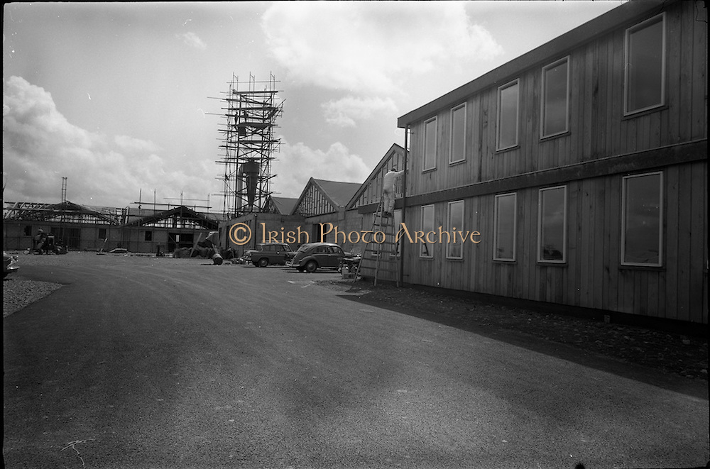 04/06/1964<br /> 06/04/1964<br /> 04 June 1964<br /> Sisk's new offices and premises at Naas Road, Clondalkin, Dublin. Exterior view of the continued construction of the premises.