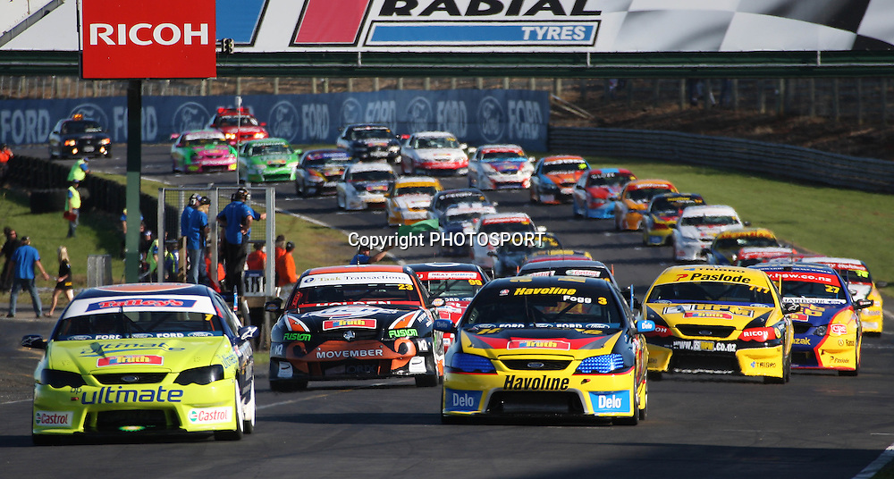 John McIntyre leads during the V8's Rolling Start Race, New Zealand Truth V8s Championship, Pukekohe Park Raceway, New Zealand. Saturday 03 November 2007, Photo : Chris Skelton/PHOTOSPORT