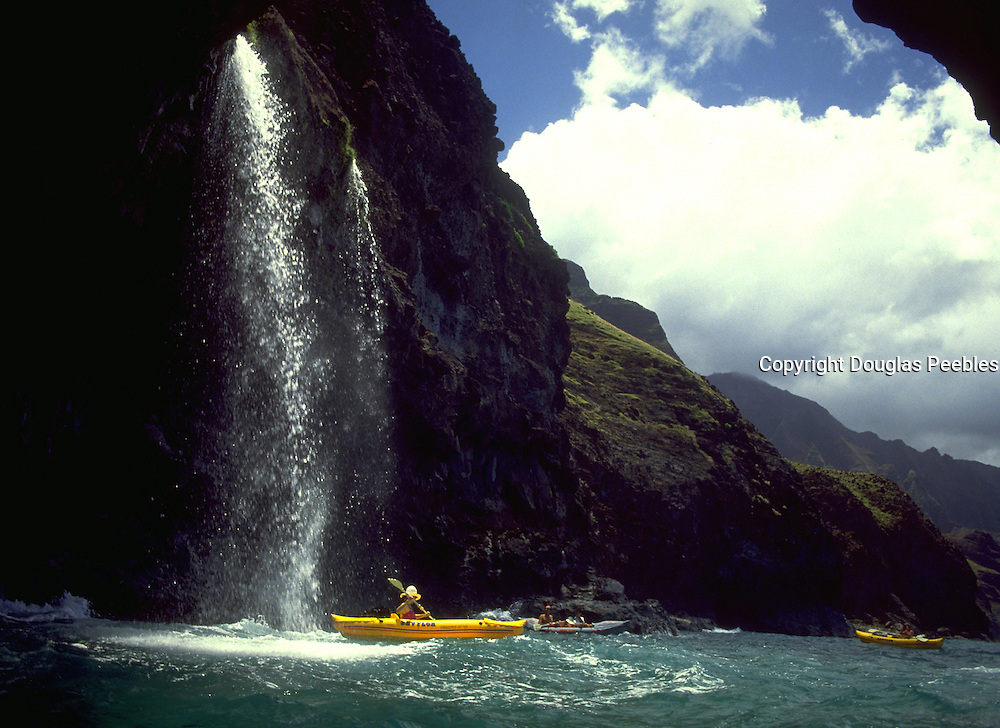 Kayaker, Napali Coast, Kauai, Hawaii, USA<br />