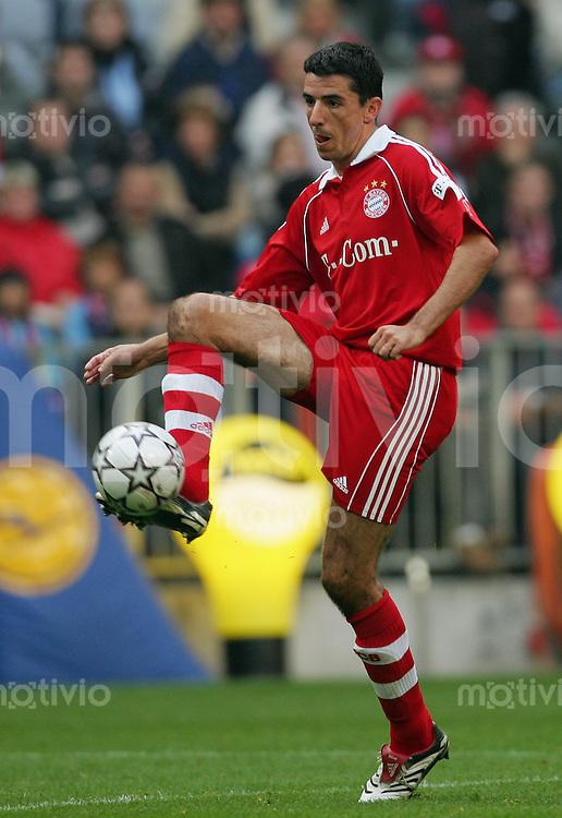 Fussball Bundesliga FC Bayern Muenchen - Hertha BSC Berlin Roy MAKAAY (FCB), Einzelaktion am Ball.