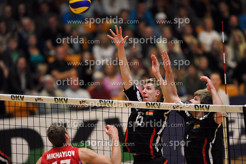 04.09.2010, Anhalt Arena, Dessau, GER, Vorbereitung Volleyball WM 2010, Laenderspiel Deutschland ( GER ) vs. Russland ( RUS ) 1:3, im Bild Maxim Mikhaylov (#17 RUS) - Max Guenthoer (#15 GER), Sebastian Schwarz (#3 GER). EXPA Pictures © 2010, PhotoCredit: EXPA/ nph/   Conny Kurth+++++ ATTENTION - OUT OF GER +++++