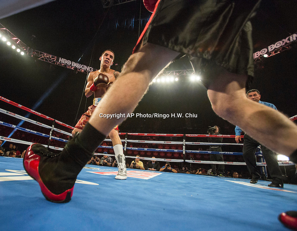 """Oscar Valdez, of Mexico in a NABF junior super featherweight title boxing match against Noel """"Shutup"""" Echevarria, of Puerto Rico, at the Forum in Inglewood, Calif., Saturday, May 17, 2014. .  (AP Photo/Ringo H.W. Chiu)"""