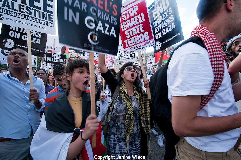 Thousands protest in London against Israeli attacks on Gaza July 26 2014