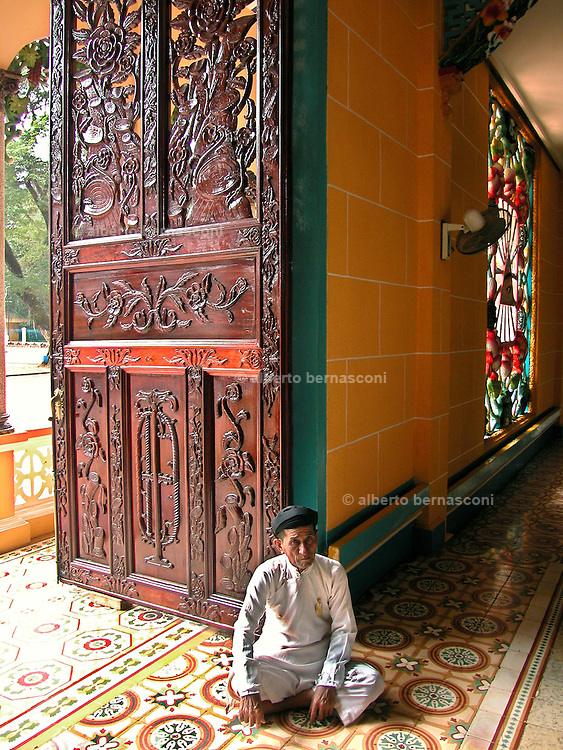 Vietnam, : caodaist church. Vietnam, Tay Ninh, The Caodai religion (Caodaism) is a mix of religious beliefs from the..West and the East, including aspects of Buddhism, Confucianism, Taoism,..Vietnamese spiritism, Christianity, and Islam