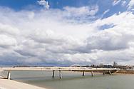 Nederland, Lent, 20160328<br /> Het project Ruimte voor de Waal - het Rivierpark<br /> De nieuwe bruggen naar het eiland<br /> Om de bewoners te beschermen tegen hoogwater is de dijk bij Nijmegen-Lent 350 meter landinwaarts gelegd en is een 4 kilometer lange nevengeul gegraven. Door het verleggen van de dijk en het graven van een nevengeul is in hartje stad een langgerekt eiland in de Waal ontstaan.<br /> Het eiland Veur Lent, de Spiegelwaal en de kade Lentse Warande vormen samen een uniek rivierpark, waar ruimte is voor een mix van water en natuur, recreatie en stedelijke activiteiten.<br /> <br /> Netherlands, Lent<br /> Space for the Waal - the River Park<br /> To protect residents against flooding the dike at Nijmegen Lent is 350 meters inland established and dug a 4 kilometer long secondary channel. By shifting the dyke and digging a secondary channel is an elongated island in the Waal River in the heart of the city arose.<br /> The island Veur Lent, the Spiegelwaal and the Waal quay Lentse Cours form a unique river park, with space for a mix of water and nature, recreation and urban activities.