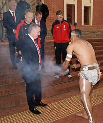 ADELAIDE, AUSTRALIA - Sunday, July 19, 2015: Liverpool's Managing Director Ian Ayre and captain Jordan Henderson receive an Aboriginal 'Welcome to Country' during a visit to the Art Gallery of South Australia ahead of a preseason friendly match against Adelaide United on day seven of the club's preseason tour. (Pic by David Rawcliffe/Propaganda)