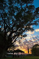 """A fazenda Palomas, iniciou sua construção (fundação) em 1897, sendo originalmente um """"posto"""" (sub-sede de 800 Ha) da área maior da Estância da Cruz (12000 Ha). Edificada com pedras extraídas do Cerro de Palomas e cobertura de capim, veio a dar origem ao nome desta propriedade rural. FOTO: Lucas Uebel/Preview.com"""