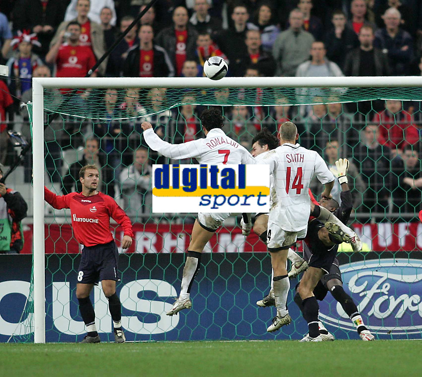 Photo: Lee Earle.<br /> Lille v Manchester Utd. UEFA Champions League.<br /> 02/11/2005. Manchester United's Cristiano Ronaldo goes close with a header.