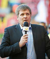 LIVERPOOL, ENGLAND - Wednesday, April 8, 2009: Former Liverpool player Jan Molby working for Danish television during the UEFA Champions League Quarter-Final 1st Leg match between Liverpool and Chelsea at Anfield. (Photo by David Rawcliffe/Propaganda)