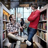 Nederland, Amsterdam , 16 november 2012..Raynor Arkenbout (leerling) en Bart van Rijswijk moeten dus op de foto. Raynor is acteur in jeugdseries en Bart is leraar Nederlands op het Sint Nicolaaslyceum. Foto:Jean-Pierre Jans