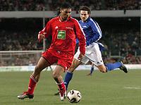 Fotball<br /> Veldedighetskamp for ofrene etter tsunamien i Asia<br /> Football for hope<br /> 15. februar 2005<br /> Nou Camp - Barcelona<br /> Foto: Digitalsport<br /> NORWAY ONLY<br /> RIGOBERT SONG (RON) / JARI LITMANEN (CHE)