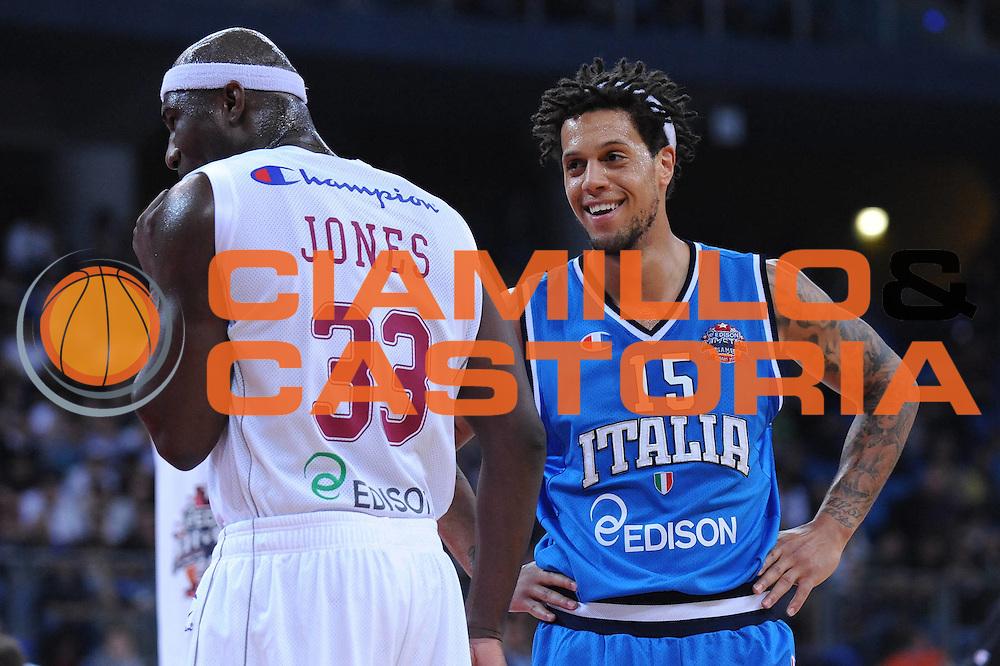 DESCRIZIONE : Pesaro Edison All Star Game 2012<br /> GIOCATORE : Daniel Hackett Jumaine Jones<br /> CATEGORIA : curiosita<br /> SQUADRA : Italia Nazionale Maschile<br /> EVENTO : All Star Game 2012<br /> GARA : Italia All Star Team<br /> DATA : 11/03/2012 <br /> SPORT : Pallacanestro<br /> AUTORE : Agenzia Ciamillo-Castoria/M.Marchi<br /> Galleria : FIP Nazionali 2012<br /> Fotonotizia : Pesaro Edison All Star Game 2012<br /> Predefinita :