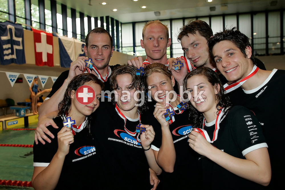 (L-R front) Carmela Schlegel, Senata Wagner, Kitty Zonderop and Laura Haeringer of the SC Uster Wallisellen femal relay team and (L-R back) Tobias Gross, Karel Novy, Rene Kolonko and Flori Lang of the male relay team pose with their gold medal after the award ceremony for the 4x100m medley relay in the Hallenbad Oerlikon at the Swimming Swiss Championships in Zurich, Switzerland, Saturday 12 May 2007. (Photo by Patrick B. Kraemer / MAGICPBK)