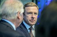 """28 NOV 2019, BERLIN/GERMANY:<br /> Oliver Zipse, Vorsitzender des Vorstands der BMW AG, BMW Jahreskonferenz """"Im Auftrag der Zukunft. Politik und Wirtschaft im Dialog."""", ewerk Berlin-Mitte<br /> IMAGE: 20191128-01-013"""