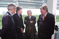 02 MAY 2002, BERLIN/GERMANY:<br /> Dr. Urs Rohner, Vorstandsvorsitzender PRO 7 SAT.1 Media AG, Gerhard Zeiler, Geschaeftsfuehrer RTL Television GmbH, Juergen Doetz, Praesident Verband Privater Rundfunk- und Telekommunikation e.V., und Karl-Ulrich Kuhlo, Aufsichtsratsvorsitzender n-tv Nachrichtenfernsehen GmbH & Co. KG, (v.L.n.R.), im Gespraech, vor dem Gespraech des Bundeskanzlers mit den Intendanten der Fernsehsender ueber die Frage der Wirkung von Gewaltdarstellung im Fernsehen, Kabinettsaal, Bundeskanzleramt <br /> IMAGE: 20020502-03-014<br /> KEYWORDS: Gewalt, Fernsehen, TV, Geschäftsführer, Gespräch, PRO SIEBEN, Jürgen Doetz, Präsident